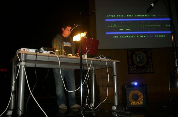 5alad, aka Monoceros actuando en Bits & Baudios 2010