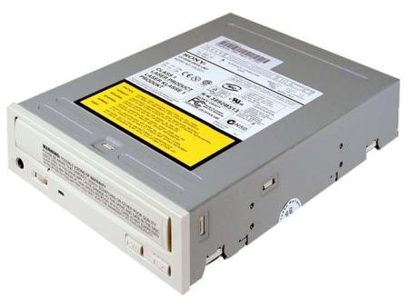 Típico lector de CD-ROM interno para PC
